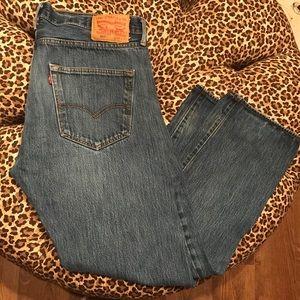 Levi's 36 X 30 Medium Wash Jeans